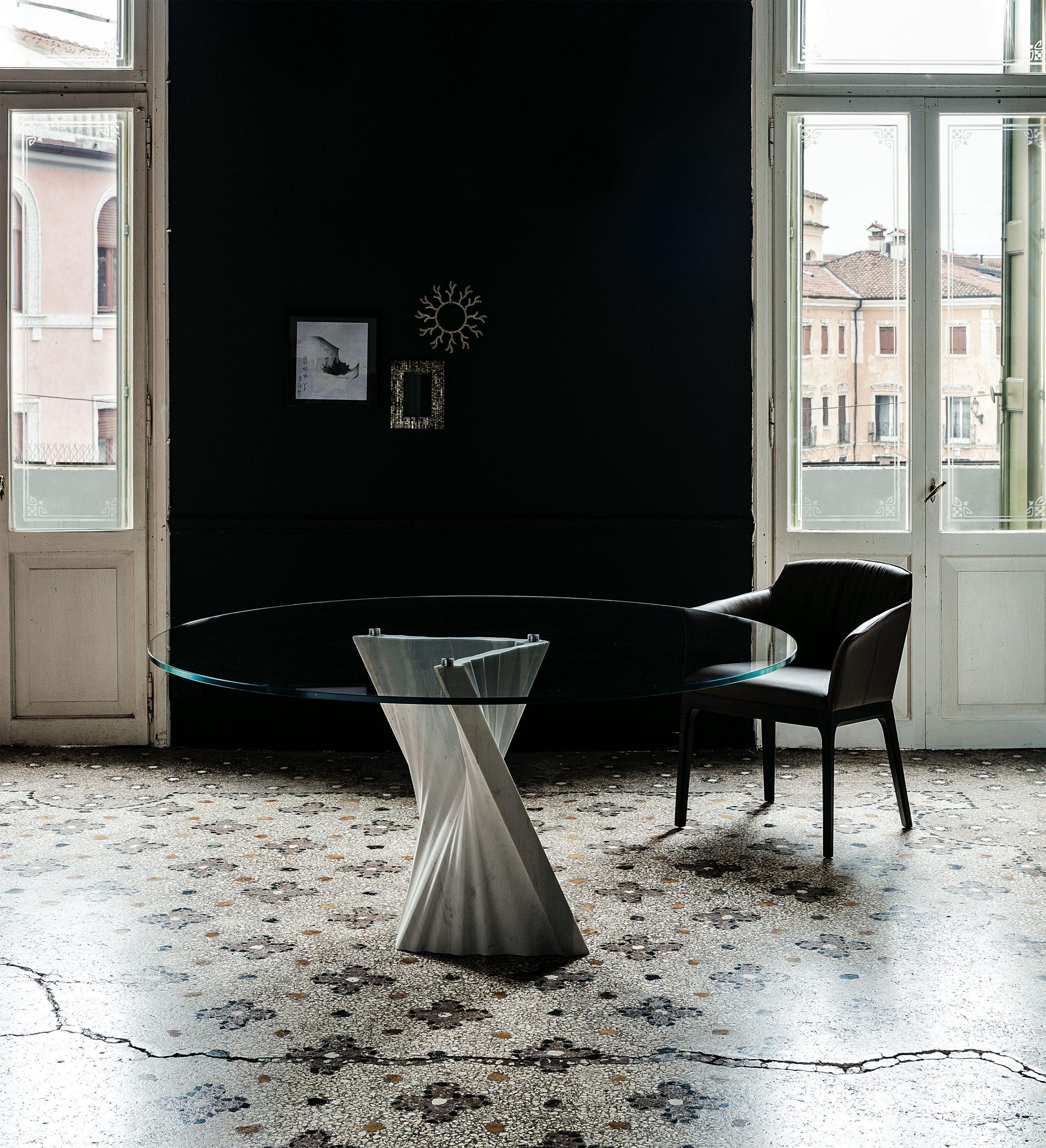 Plisset dining table
